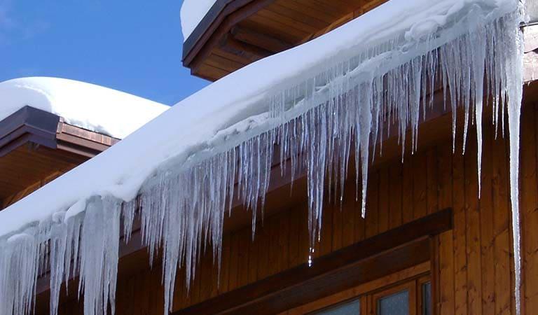 Сброс снежных навесов и сосулек